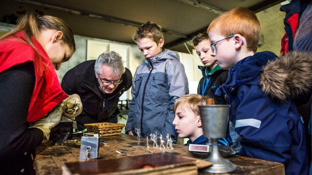Støbning af tinsoldater på Danmarks Tekniske Museum