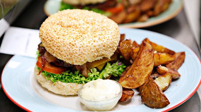 halifax burger trianglen