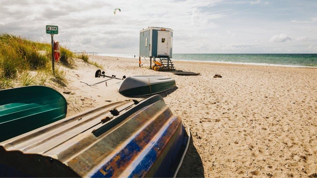 Tisvildeleje strand. Der er i alt to bemandede livredder poster i sommerperioden.