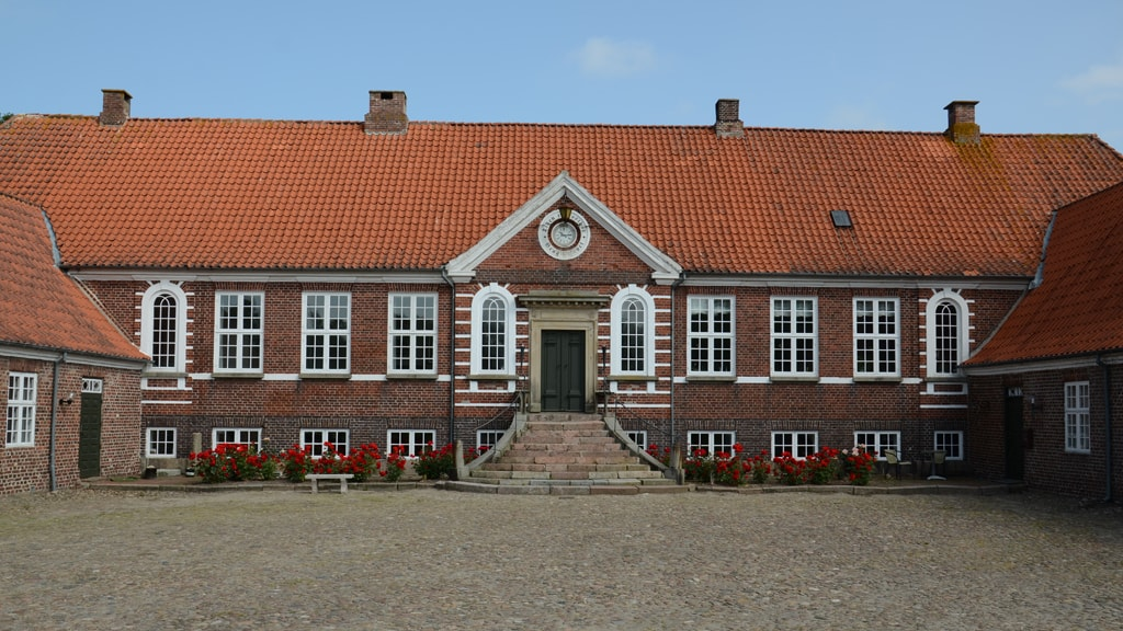 The facade of Bramming Hovedgård
