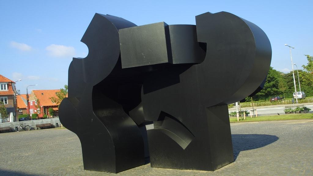 "Skulptur foran Esbjerg Kommune ""Stor Bølge"""