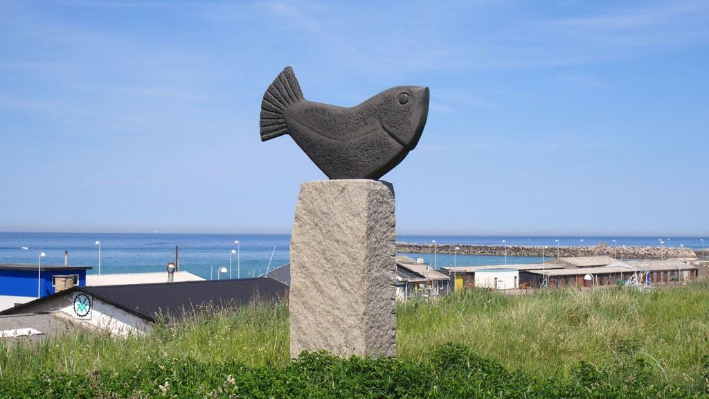 Glad Fisk skulptur, Hirtshals