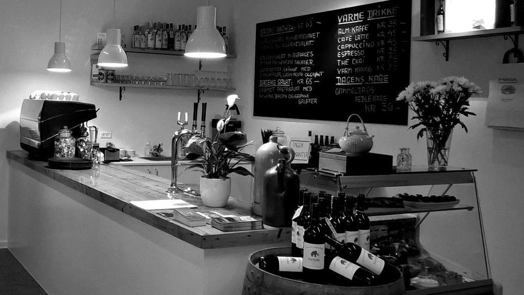cafe-groennegade-naestved-kaserne-kulturcenter-hvid-sort