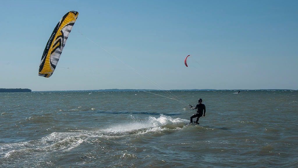 Kitesurfing ved Flyvesandet på Nordfyn