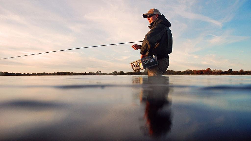 Havørred Fyn Nyborg fisker i solnedgang seatrout
