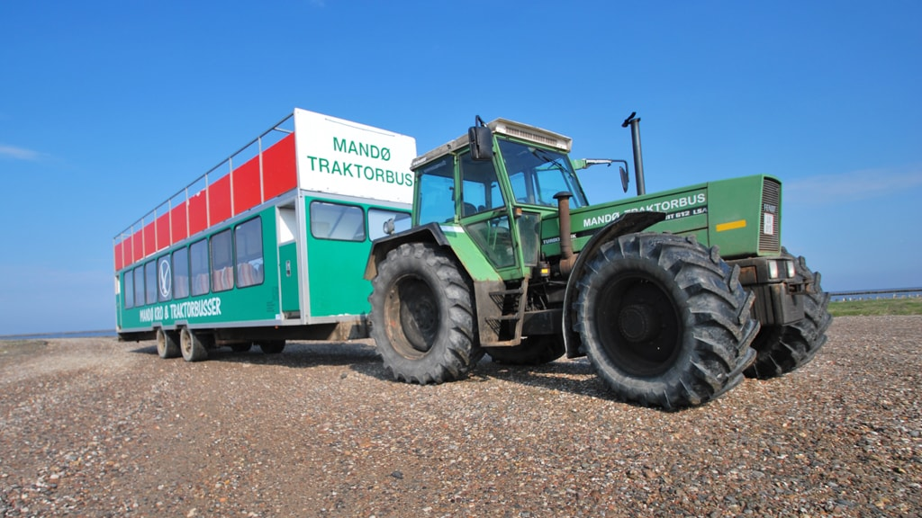 Tractor bus from Mandø Inn and Tractor Bus