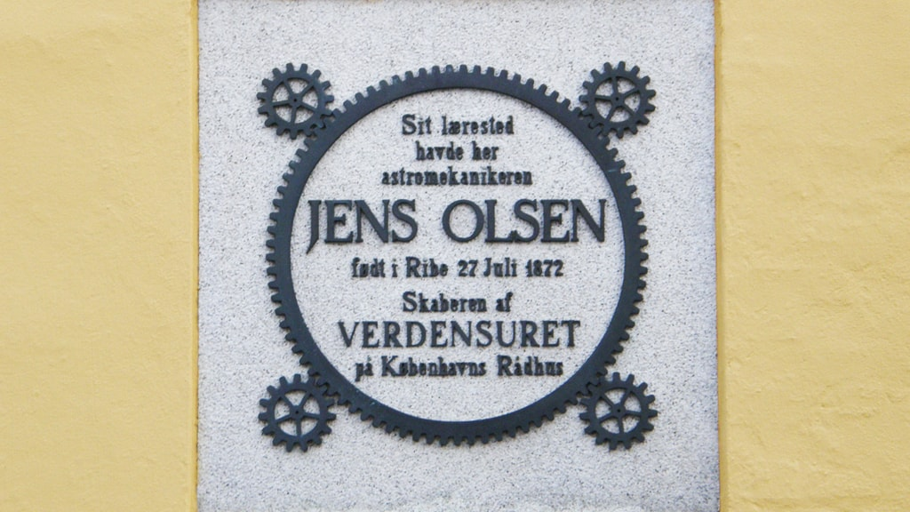 Memorial board for Jens Olsen, creator of the World Clock