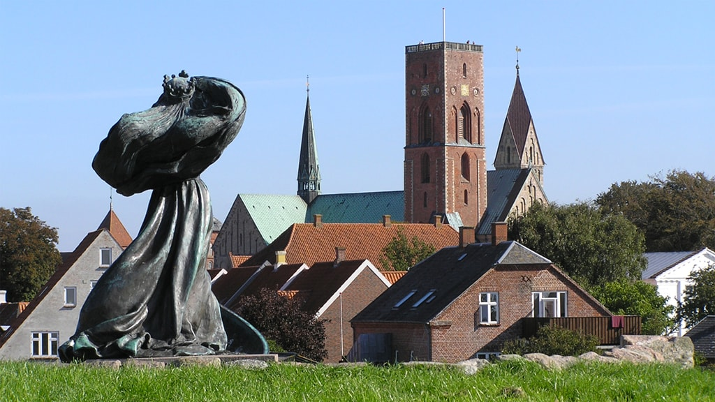 Statue of Queen Dagmar with the Cathedral in the background