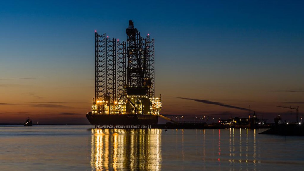 An oil rig in the evening | Esbjerg Harbor