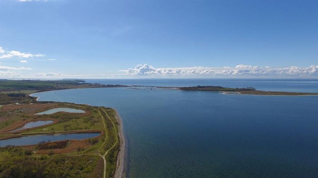 """Nederst til venstre i billedet ses starten på Torø Huse - Assens stien ved """"Jordbassinerne"""""""