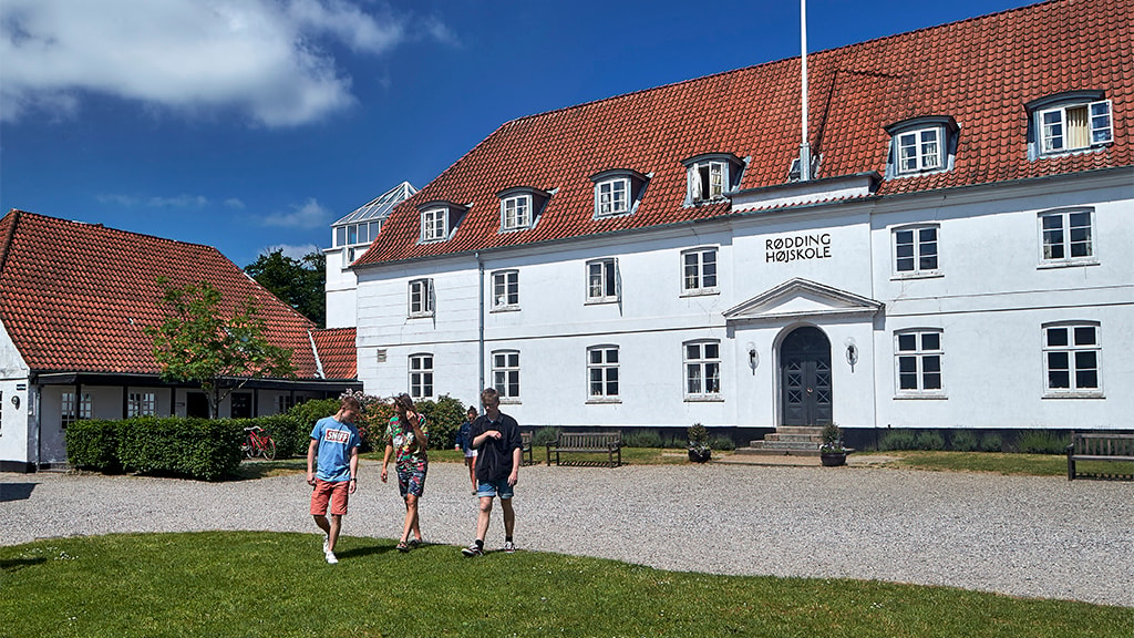 Vejdens første højskole - i Rødding