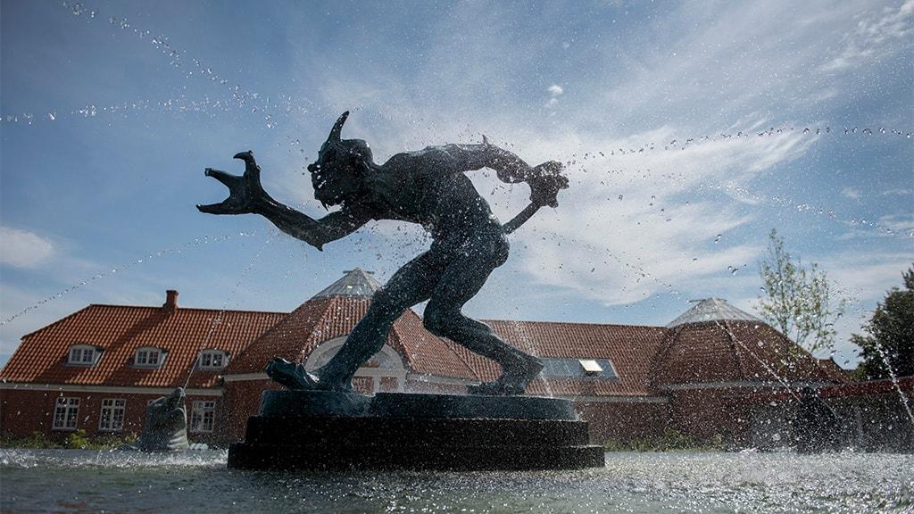 A troll scenting a Christian - Vejen Art Museum