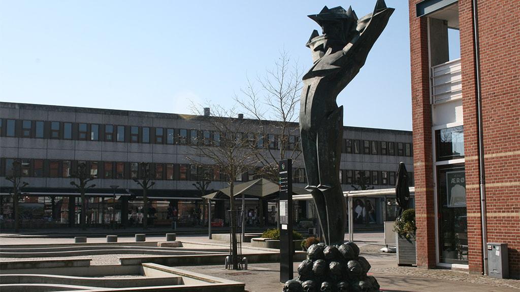 Niels Hansen Jacobsens statue Militarismen i Vejen