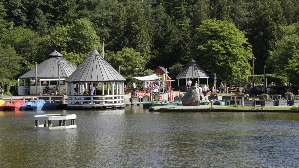 Legeparken se ved søen