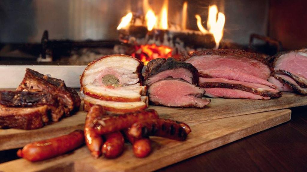 Forskellige udskæringer af kød på Restaurant Flammen i Horsens