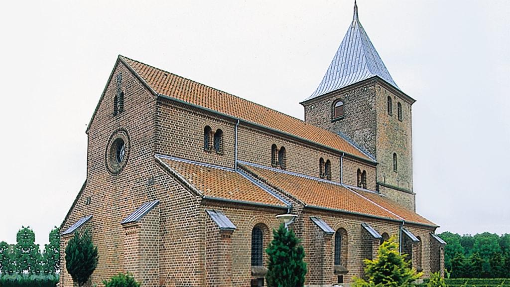 Uth Kirke ved Horsens set udefra