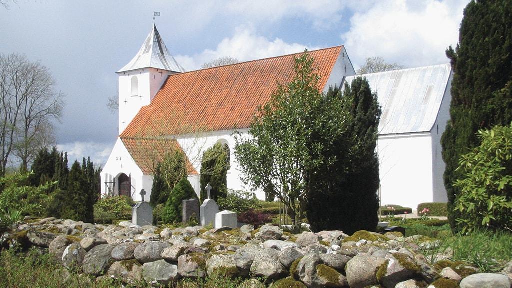 Sdr. Vissing Kirke set udefra