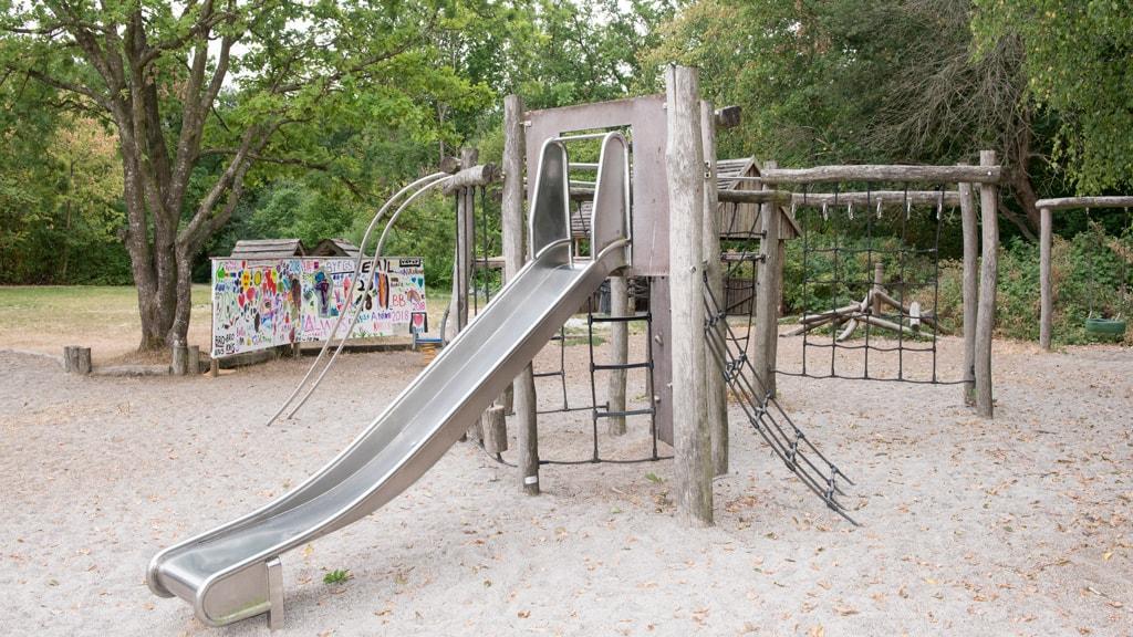Rutsjebane på legeplads på PC Jensensvej i Hovedgaard