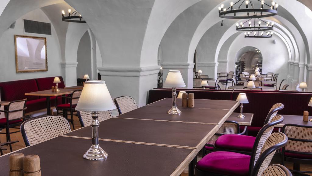 Restaurant Eydes hos Jørgensens Hotel i Horsens med hvælvet loft