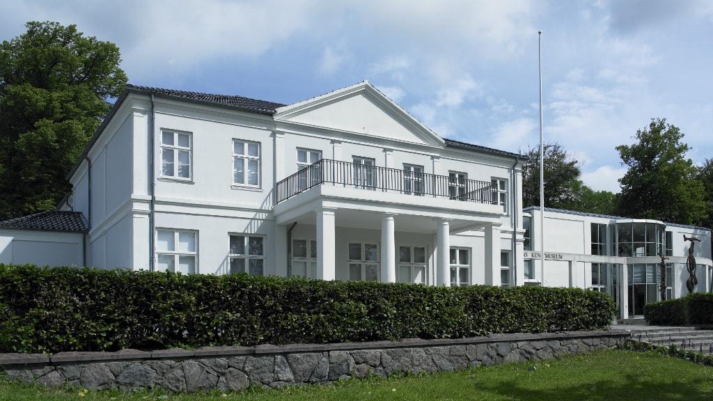 Facaden på Horsens Kunstmuseum set fra Menneskemuren i Caroline Amalie Lund.