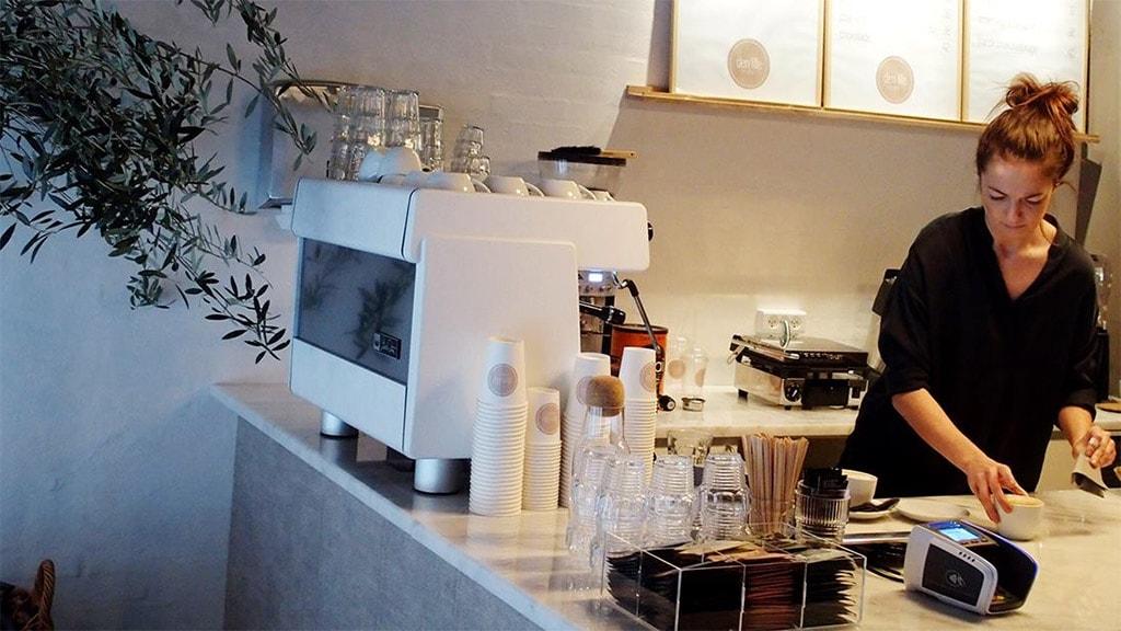 Den lille smalle Café hænger sammen med Trendbazaar i Vestergade lige over for Rådhuset