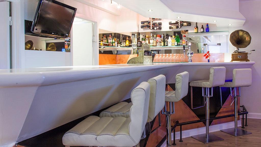 Cafe - bar på Hotel Domir