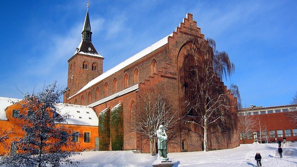 Odense Domkirke med sne