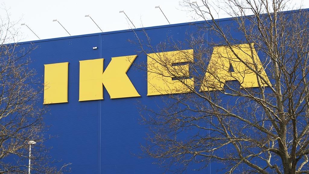 Ikea logo på bygning