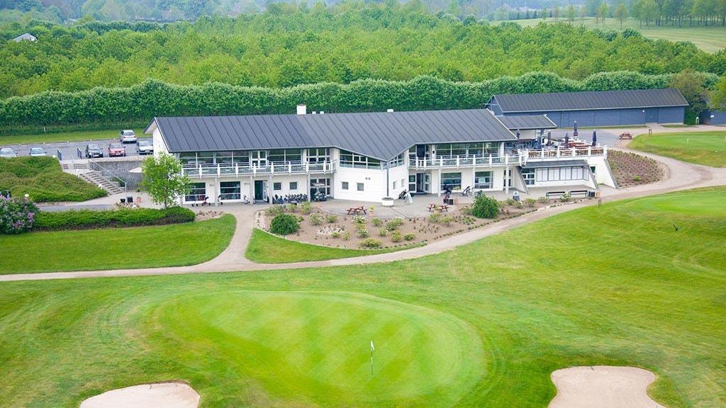 Luftfoto af klubhuset
