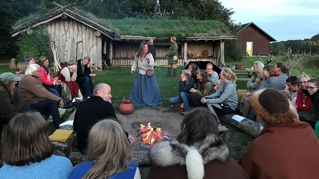 Levende fortælling i Jernalderlandsbyen Odins Odense