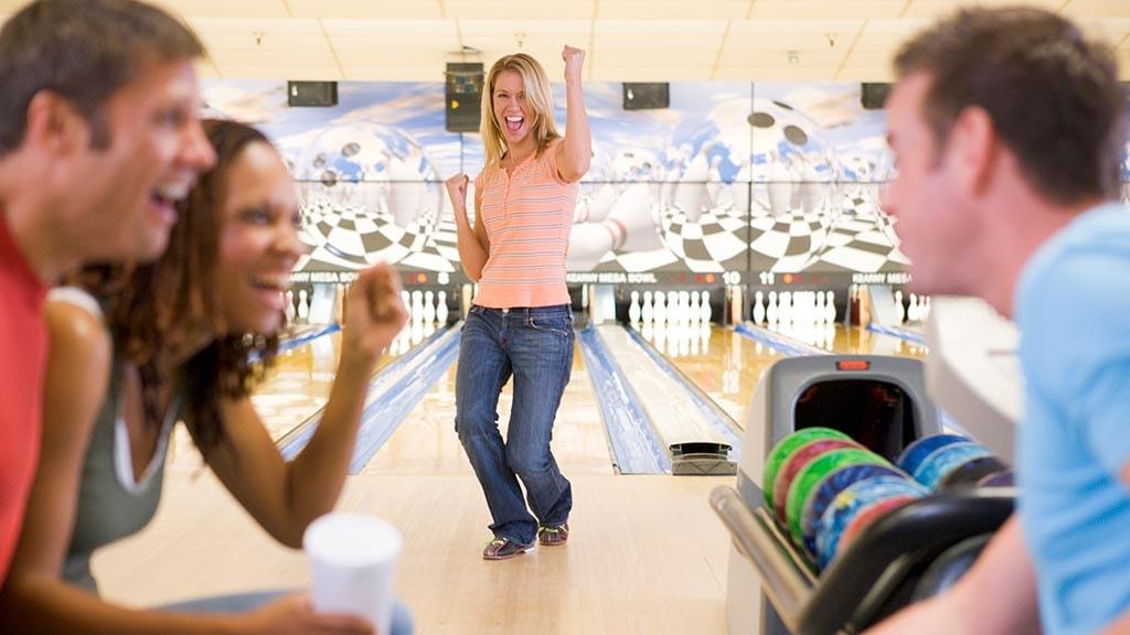 Generelt bowlingbillede med dame