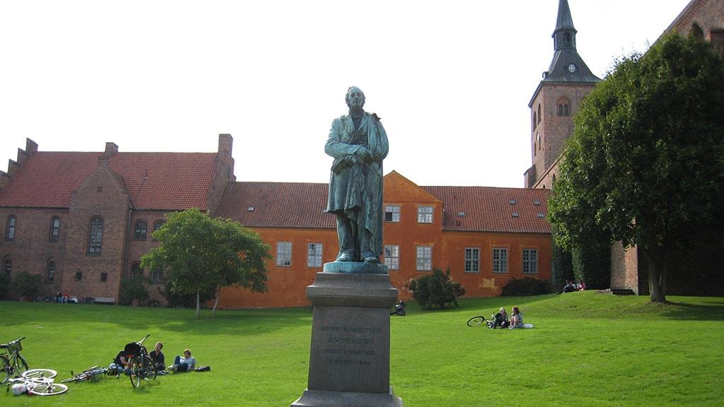 Louis Hasselriis H.C. Andersen skulptur i Eventyrhaven