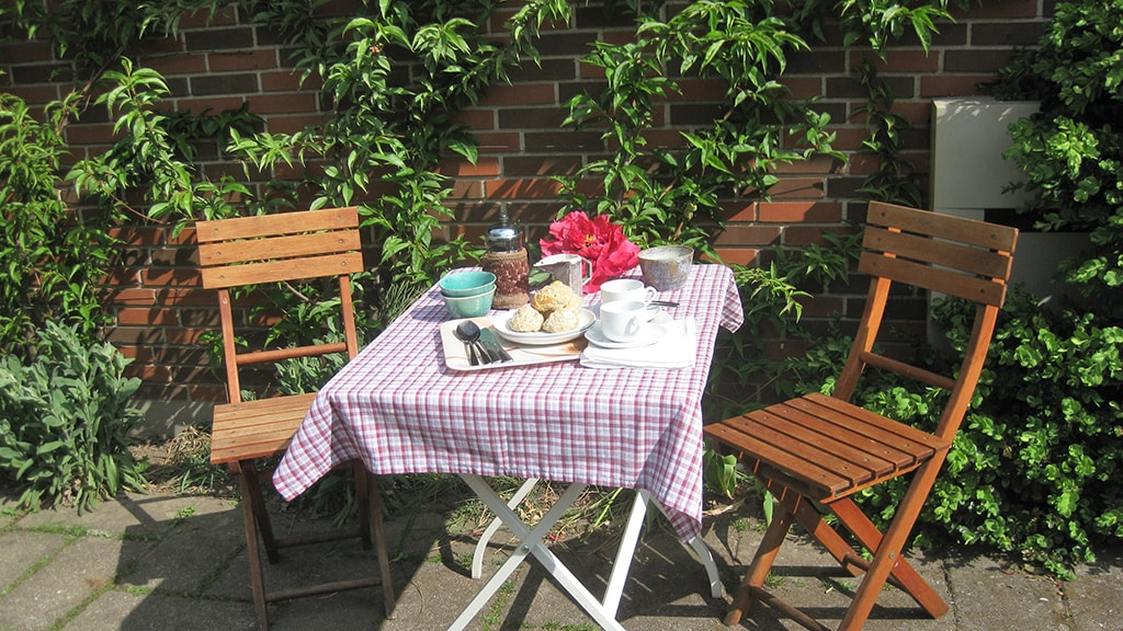 Ågerup B&B - morgenmad i haven