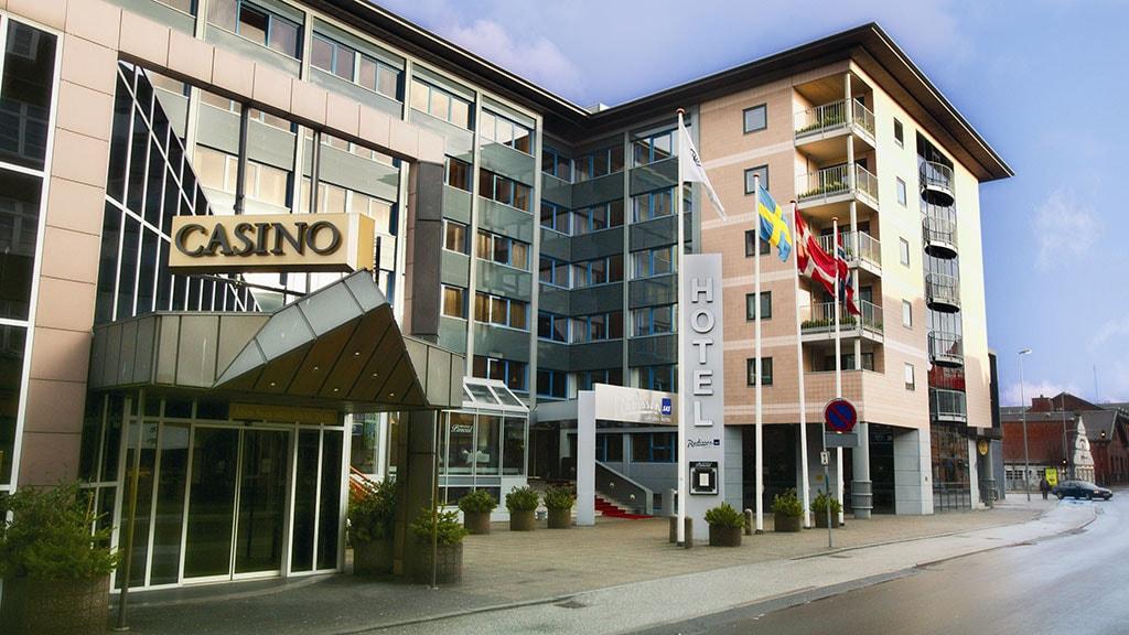 Radisson BLU Limfjord Hotel Facade om dagen