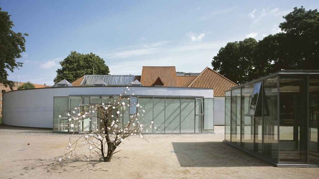 Aarhus Kunstbygning ligger i flotte omgivelser