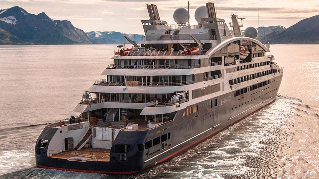 Le Dumont D'Urville cruise