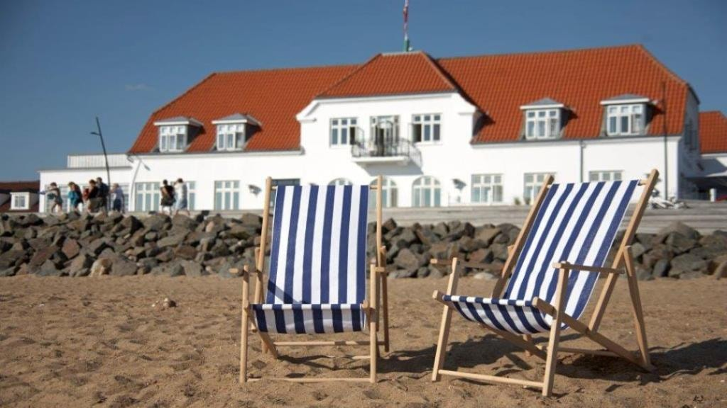 beach chairs | Hjerting Badehotel